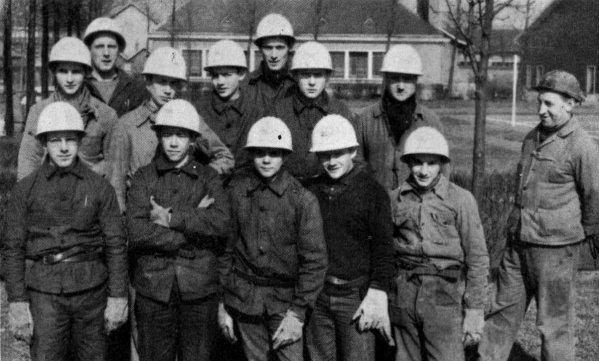 Photo de jeunes embauchés du groupe Auchel- Bruay en mars 1965.