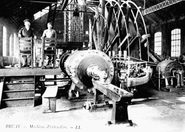 Machine d'extraction à vapeur de la fosse N°5 de Divion - Compagnie des Mines de Bruay.