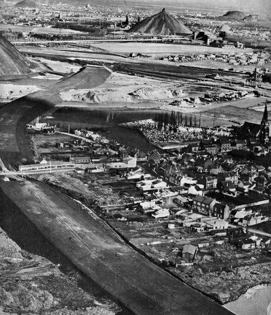 Construction de la Rocade Minière en 1970.