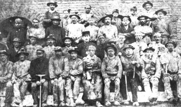 A la fosse N°1 de la concession de l'Escarpelle, en 1891.