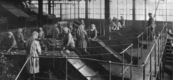 Atelier de triage aux environ de 1925.