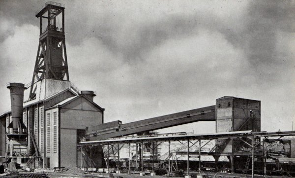 Puits N° 17 modernisé du groupe d'Hénin Liétard.