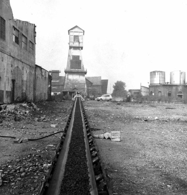 La fosse N° 3 de Bruay en Artois - remblaiement du puits 3 ter en 1973.