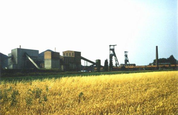Fosse N° 6 d'Haiilicourt en 1980.