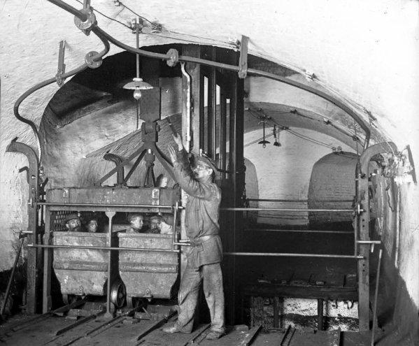 Accrochage de puits au début du XX ème siècle.