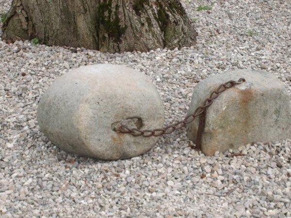 L'histoire du galet enchaîné de Gauchin le Gal.