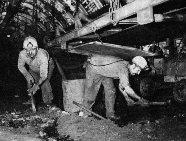 Images du fond de l' Unité de Production N° 6 d'Haillicourt dans les années 1970.