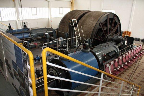 Machine d'extaction à vapeur de la fosse N° 2 d' Oignies vers 1940