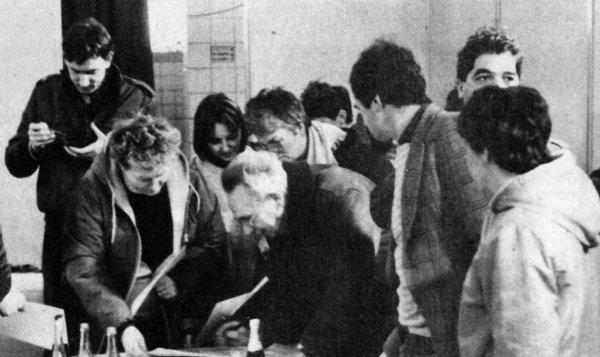 """Février 1986: opération """" mine ouverte """" au 4 de Lens, visite du fond par 1600 personnes."""