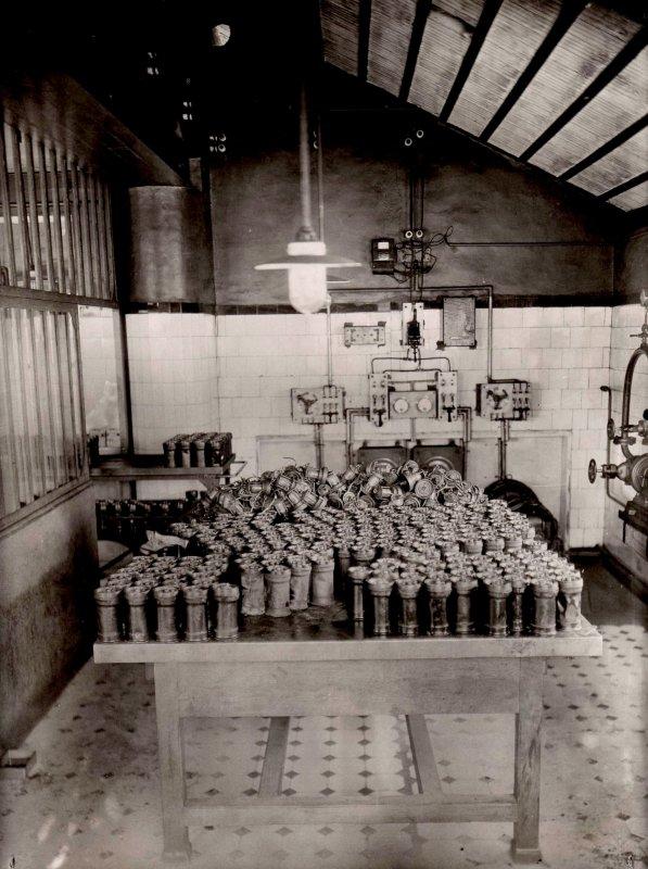 Photos anciennes de l' usine de lampes de mine ARRAS - 3/3