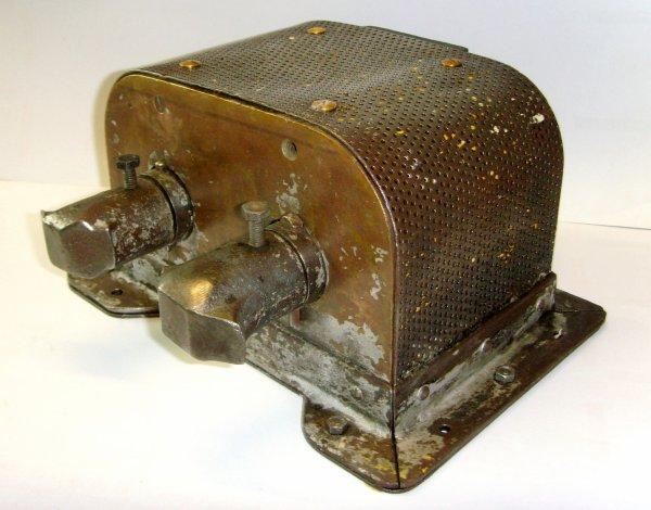Machine de déverrouillage électromagnétique des lampes de sureté à flamme ARRAS.