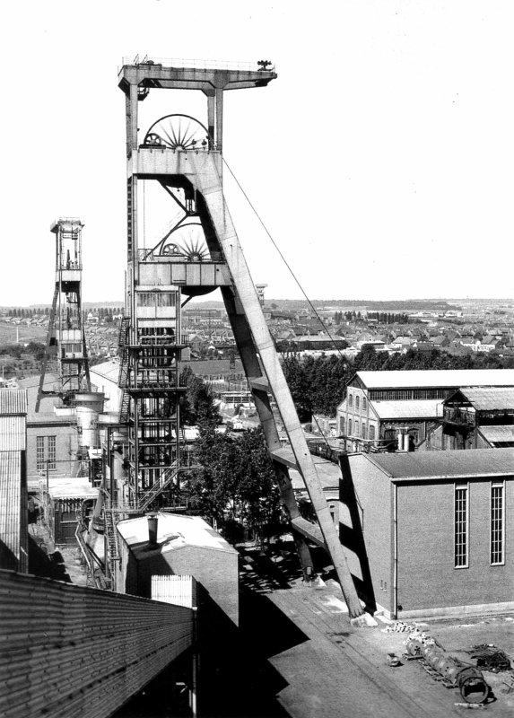 """Images des mines du Nord - Pas de Calais extraites de """" Carnet de fond """" de Paul Walet"""