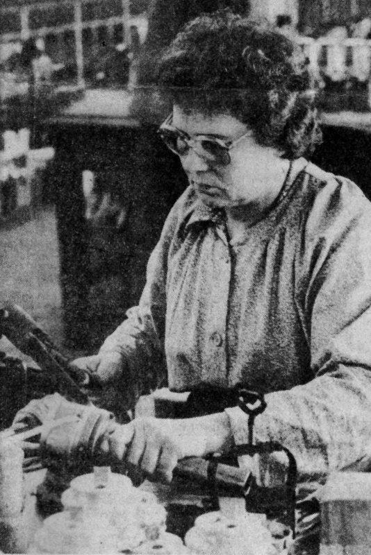 Reportage La Voix Du Nord sur l'usine Arras Maxei  le 28/11/1982