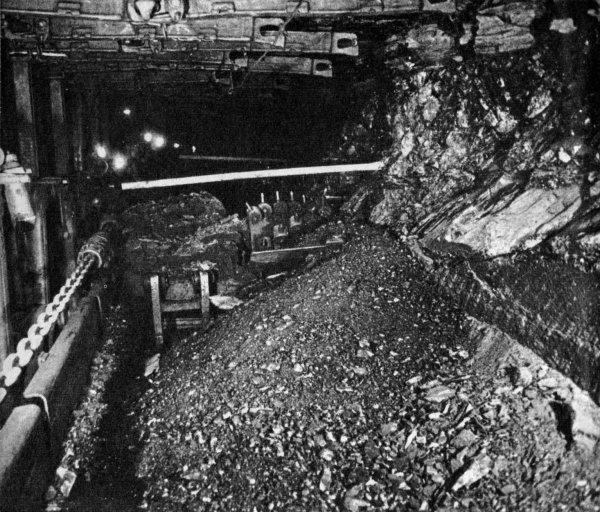 Exploitation de la taille 254 en 22ème veine de la fosse 4 de Bruay en Artois en 1962