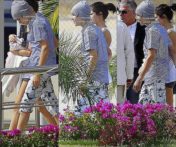 .  Le 7 janvier 2012 :  Selena & Justin ont embarqué hier à Mexico. Ils y étaient déjà allé en Décembre pour le mariage d'une amie et accessoirement, y fêter leur 1 an de relation. .
