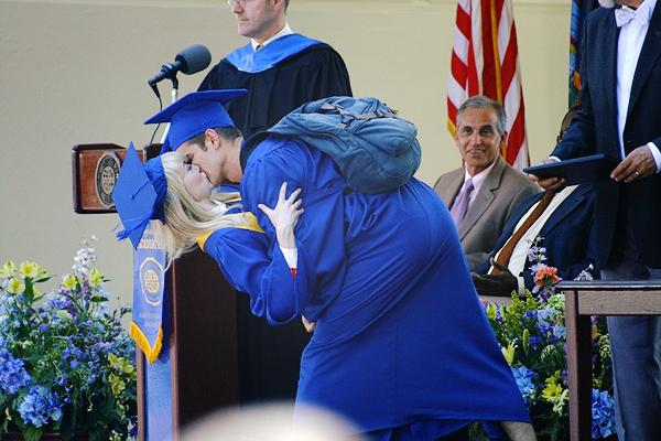01.06.2013 : Emma Stone et Andrew Garfield étaient sur le tournage de TASM 2 à New-York.    *SPOILERS* Je me demande si cette scène est à la fin du film et donc qui veut dire que Gwen Stacy reste en vie..