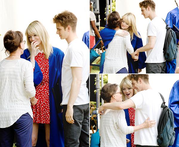 02.06.2013 : Emma et Andrew tournaient encore la scène de remise des diplômes sur le set.