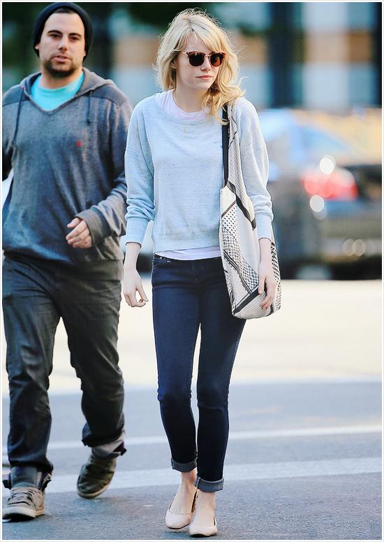 19.06.2013 : Emma a été vu en compagnie de son frère Spencer dans NY - j'aime sa tenue.