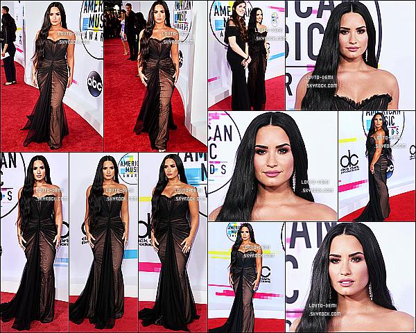 * 19/11/17 :     Demi Lovato a assisté à la cérémonie des - « American Music Awards », qui se déroulait à Los Angeles. Demi est vraiment magnifique. Les extensions lui vont à merveille je trouve. J'aime bien aussi son maquillage. Sa robe est très jolie, c'est un Top pour moi  *