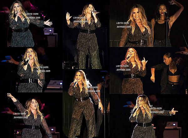 * 22/07/18 :    La belle Demi L. performait au « California Mid-State Fair » qui avait lieu à  Paso Robles, en Californie. Demi est vraiment ravissante. J'aime bien sa nouvelle couleur de cheveux, ça lui va à merveille. La tenue qu'elle porte est sympa. C'est un Top pour moi.  *