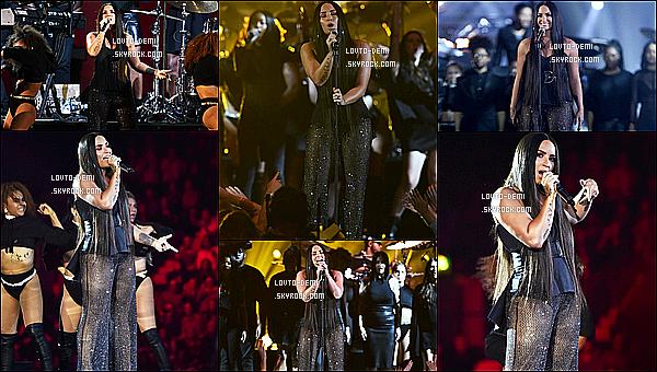* 12/11/17 :     Demi L. était présente, lors de l'événement « MTV Europe Music Awards » - qui avait lieu dans Londres. Demi a performé lors de cet événement. Elle était sublime mais je ne suis pas fan de sa tenue, c'est beaucoup trop décolleté. Son autre tenue est mieux.  *