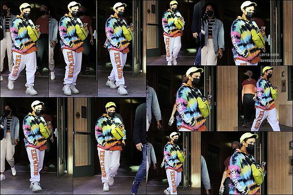 * '•-31/03/21 ─-' La belle Demi Lovato a été aperçue alors qu'elle quittait un immeuble, situé dans les rues de Beverly Hills. Demi prépare la sortie de son 7ème album qui sort le 02 avril prochain. Demi est superbe mais je ne suis pas fan de sa tenue. Donc Flop. *