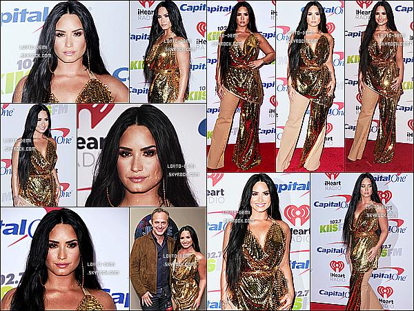 * 01/12/17 :    Demi L. était présente à l'événement « 102.7 KIIS FM's Jingle Ball », organisé au forum de Los Angeles. Demi fait donc le tour des Jingle Ball pour célébrer la fête de Noël. Demi est vraiment ravissante. Je suis fan de sa robe dorée - C'est donc un beau Top !  *
