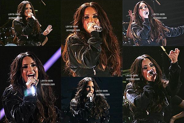* 09/11/17 :     Demi Lovato a donné un concert à l'événement nommé - « Premios Telehit » - qui avait lieu au Mexique. Demi était vraiment ravissante. C'est dommage qu'il n'y ait pas plus de photos disponibles. La tenue qu'elle porte à l'air jolie. C'est donc un Top pour moi.  *