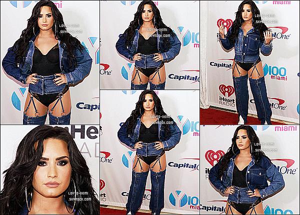 * 17/12/17 :    Demi Lovato était présente lors de l'événement - «  Y100 Jingle Ball  » - se déroulant à Sunrise, en Floride. Demi est magnifique. J'aime trop la tenue qu'elle porte, ce style lui va bien je trouve. J'aime beaucoup aussi sa coiffure et son maquillage - Top pour moi !  *