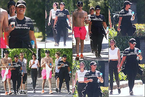 * '•-30/06/19-' : Demi Lovato a été aperçue alors qu'elle faisait une randonnée avec ses amis, dans un parc de Los Angeles. Demi profitait donc de son après-midi sous le soleil. Ca fait plaisir de la voir souriante. Elle est très belle. J'aime bien sa tenue. Donc Top ! *