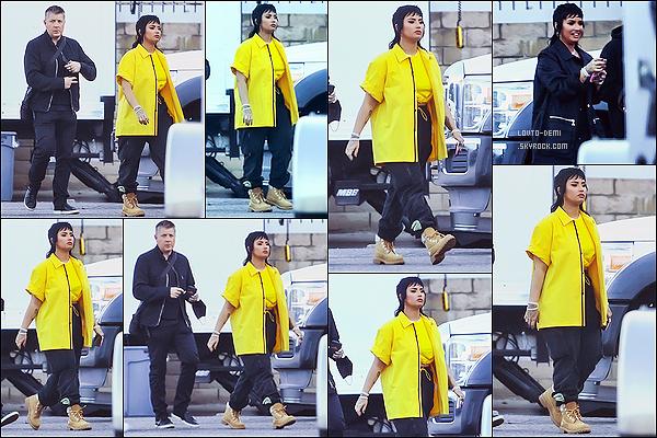 * '•-09/06/21 ─-' Demi L. a été aperçue alors qu'elle était sur le tournage d'un nouveau clip avec G-Eazy, dans Los Angeles. Demi va faire une collaboration avec le rappeur G-Eazy, j'ai hâte de voir ce que ça va donner. J'aime bien la tenue qu'elle porte. Donc Top *