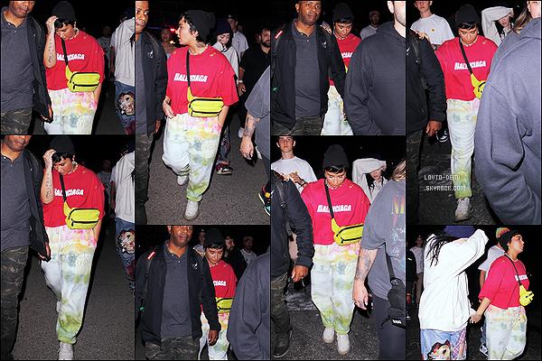 * '•-29/06/21 ─-' Demi L. a participée à la première du film « Space Jam » qui se déroulait dans la ville de Valence, dans L.A. Ca fait plaisir d'avoir des sorties de Demi en ce moment. Elle est toute belle. J'aime plutôt bien la tenue qu'elle porte. Donc Top pour moi. *