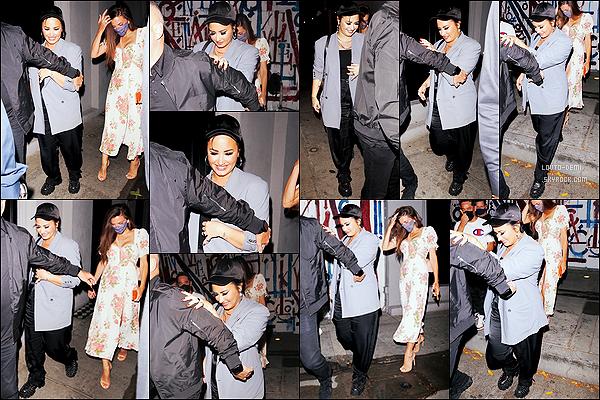 * '•-14/08/21 ─-' Demi Lovato a été aperçue lorsqu'elle quittait le restaurant « Craig's », se trouvant dans West Hollywood. Demi était de sortie en soirée pour aller dîner au restaurant avec des amis. J'aime la tenue qu'elle porte, elle lui va bien. Un Top pour moi. *