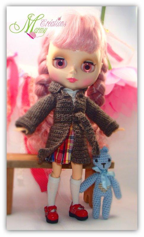 Petit manteau pour poupée Blythe