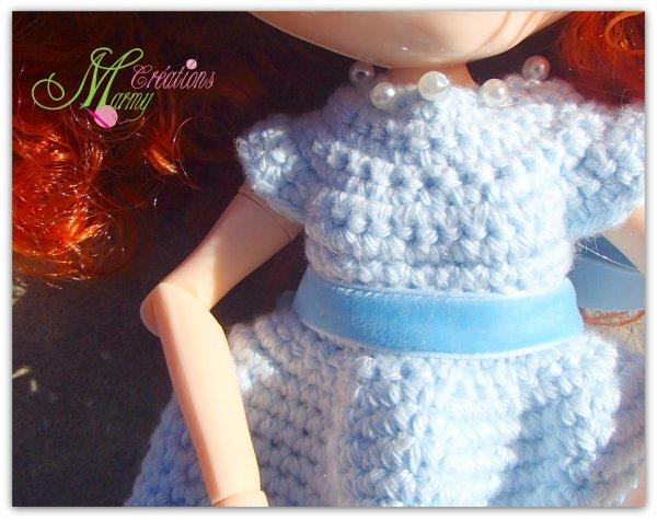 robe bleu sertie de perles