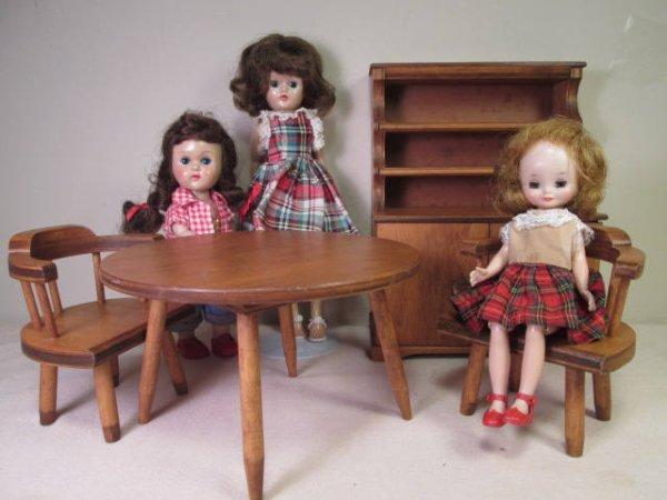 Pouvez-vous m'aider, c'est quoi ces jolies poupées svp, apparement des miniatures...