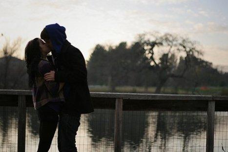 Mais même si ça ne va pas, je sourirai pour toi. Tu veux savoir pourquoi ? Parce qu'un jour tu m'as dit que tu étais amoureux de mon sourire, & moi je suis amoureuse de toi.
