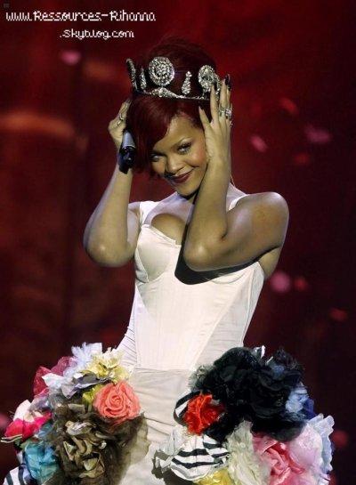 Rihanna à été couronné 'le plus vendu R&B, Artiste de l'année 2011' au Royaume Uni !