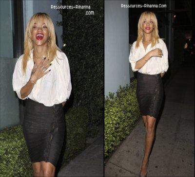 Rihanna est allée dinner dans un restaurant de Los Angeles , une Riri toute Souriante . Coté tenue je trouve qu'elle est Classe . & Toi TOP ou FLOP ?