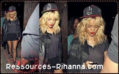 Rihanna de sortie en boite le 4 Mars 2012 à Los Angeles .