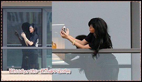 Rihanna sur la balcon de son hôtel à Sydney  +  Rihanna sur un bateau à Sydney  + Nouvelle photo d'un Photoshoot .