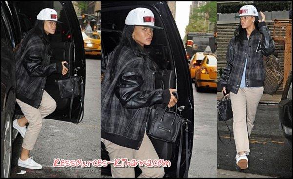 Rihanna quitte Los Angeles + Rihanna Arrive à New York .