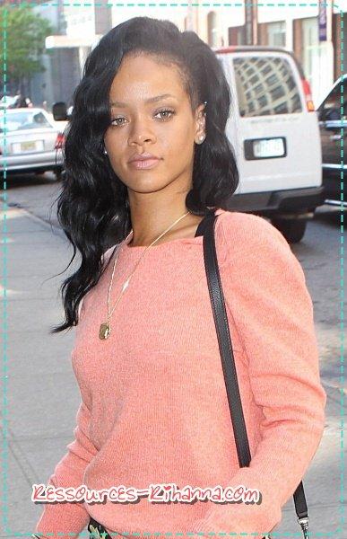 Rihana encore sur les plages Hawaïennes + Rihanna à New York le 1er Mai .
