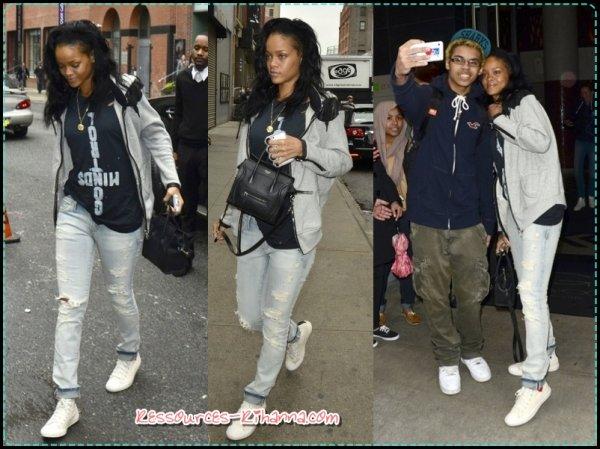 Rihanna dans les Rues de New York + Rihanna a visité un club de strip-tease + News.