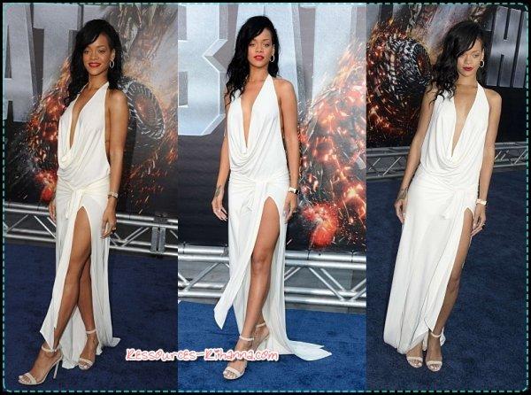 Rihanna à la première de BATTLESHIP à LA + Rihanna interviewé sur le Red Carpet pour BATTLESHIP