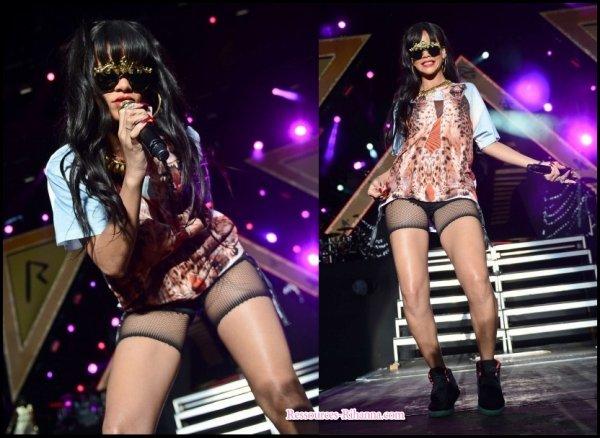 Rihanna quitte son hôtel à Londres + Photos des performances de Rihanna au Hackney Festival .