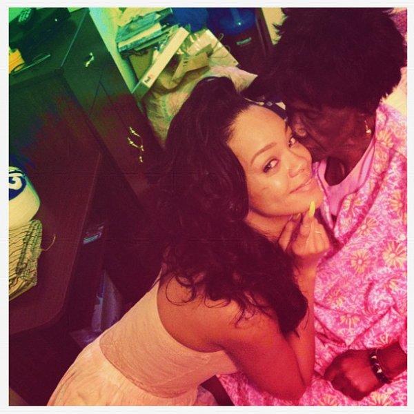 Rihanna performe au Peace & Love Festival en Suède + Rihanna et sa Grand-mère + Rihanna répète sur Cockiness.