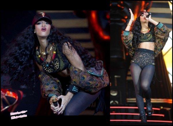 Rihanna au Wireless Festival à Londres + Rihanna quitte son hôtel à Londres +