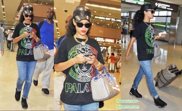 Rihanna arrive à Tokyo où elle performera au 'Summer Sonic' ce dimanche 19 Août .