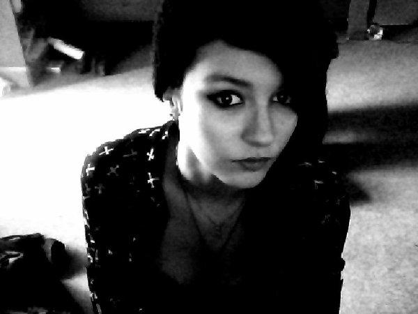 Les gens qui pensent que c'est moi sur ma photo de profil je vous présente ma vrai sale tête... †